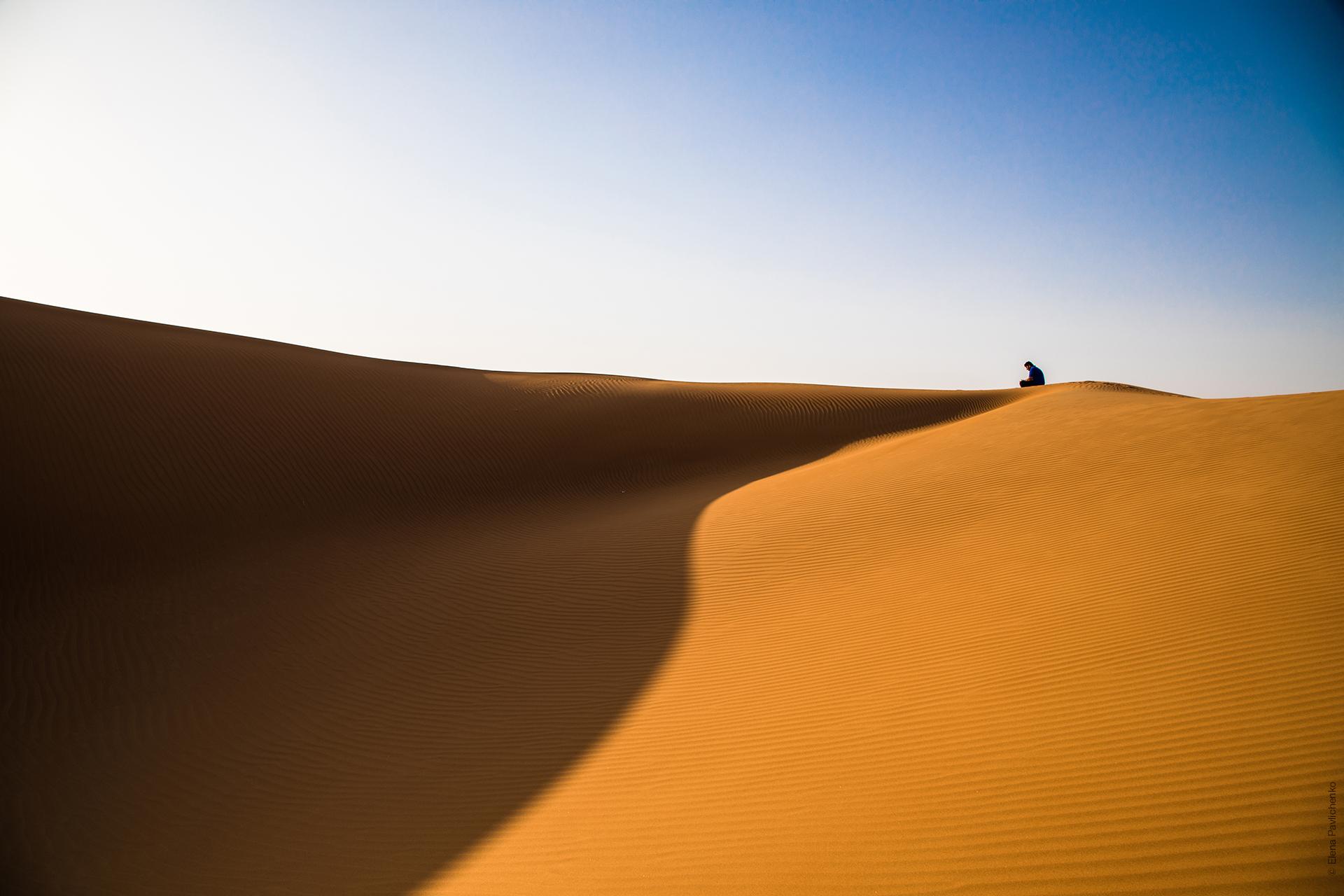 Намибия, человек в пустыне Аль-Хали