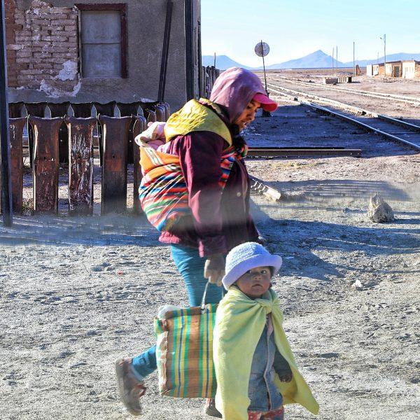 Папа с детьми, Боливия