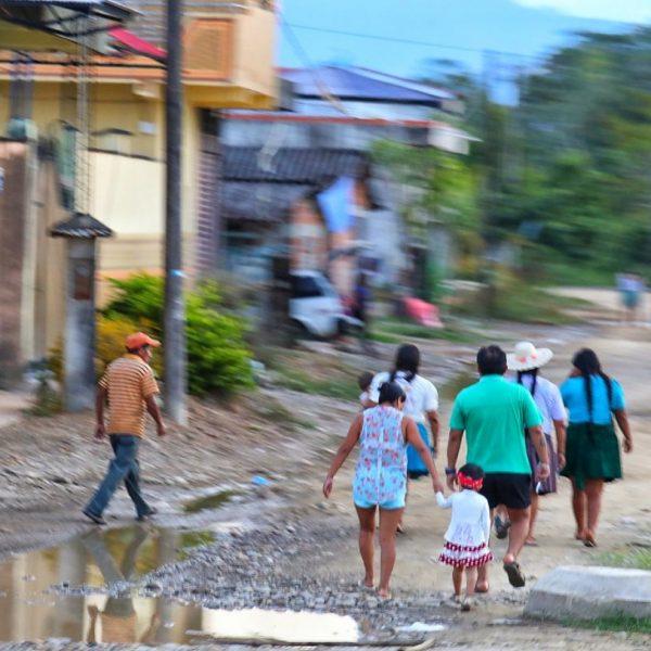 Боливийцы на улицах
