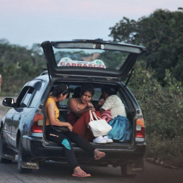Боливийцы в машине