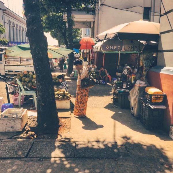 Палатки в Янгоне