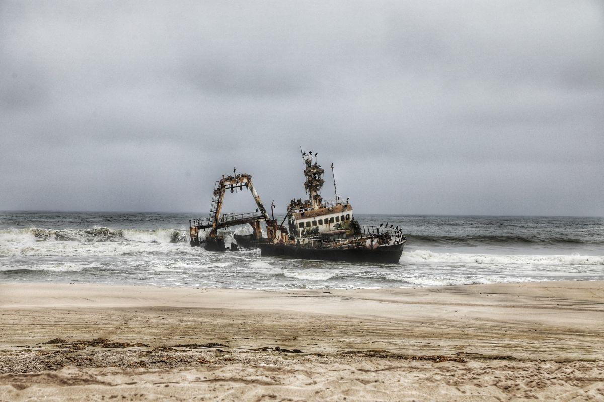 Затонувший корабль в Намибии