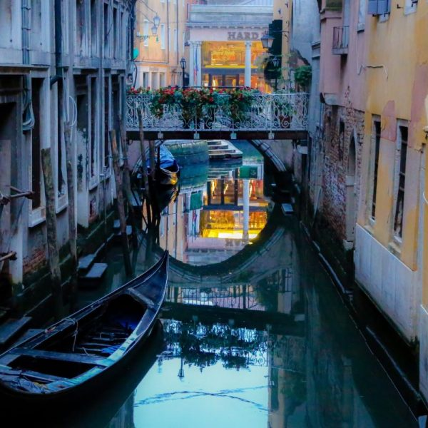 Италия, канал