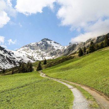 Фото горной дороги в Швейцарии