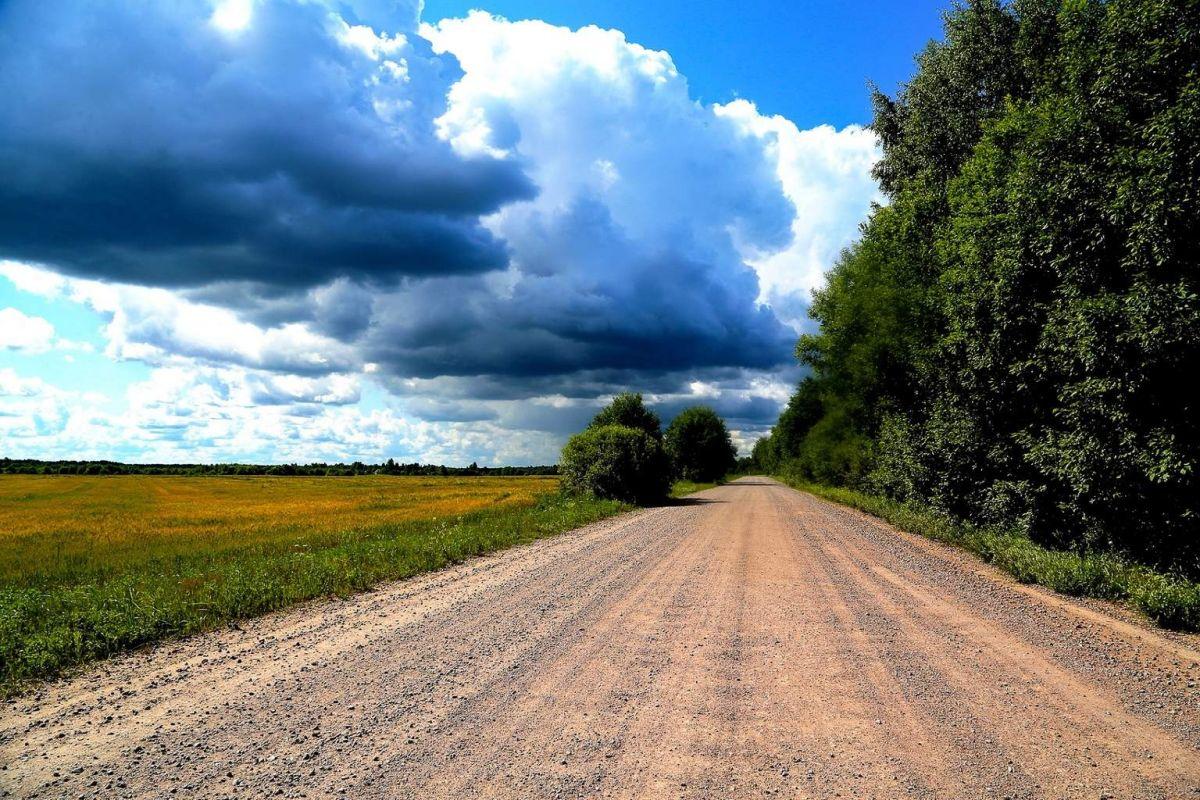 Русский Север, Дорога через поля и леса