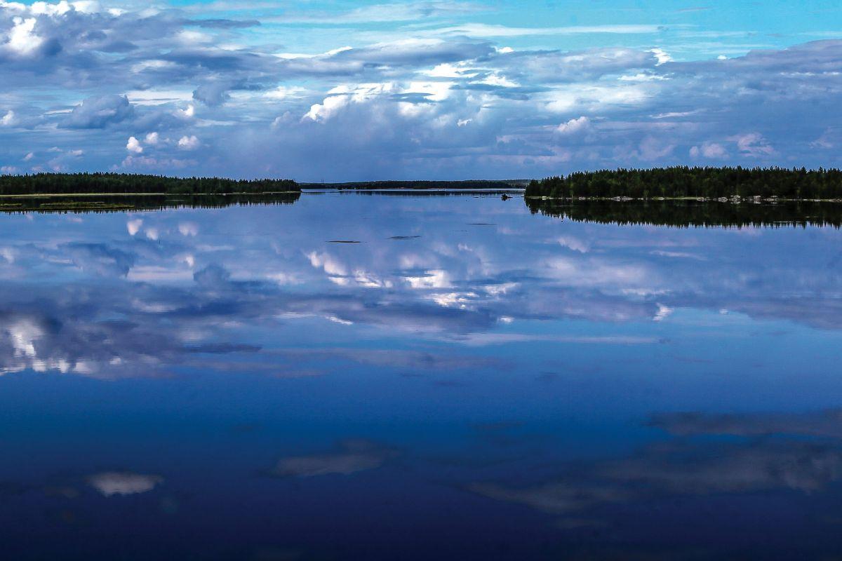 Русский север, Озёра, отражение облаков в воде