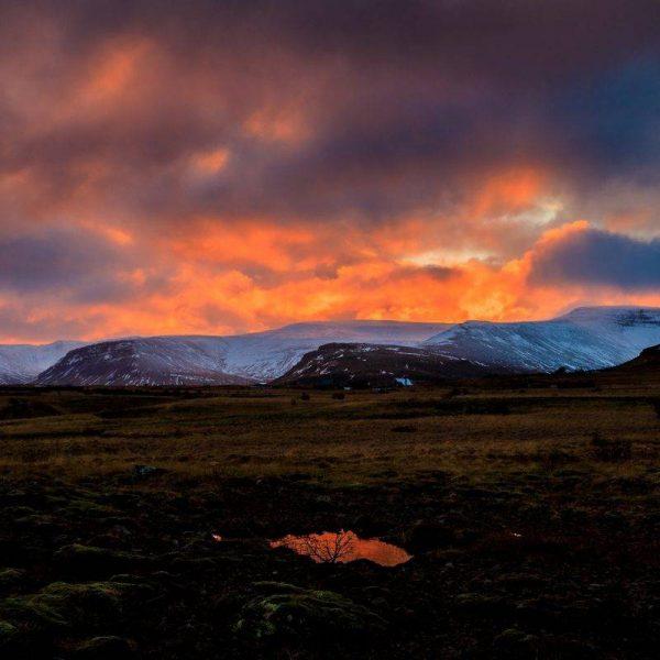 Восход и горы в Исландии