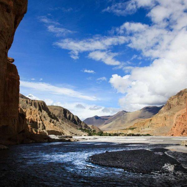 Гималаи. Мустанг. Вода и горы.