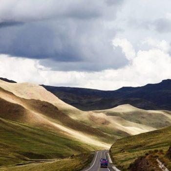 Горы и дорога в Перу