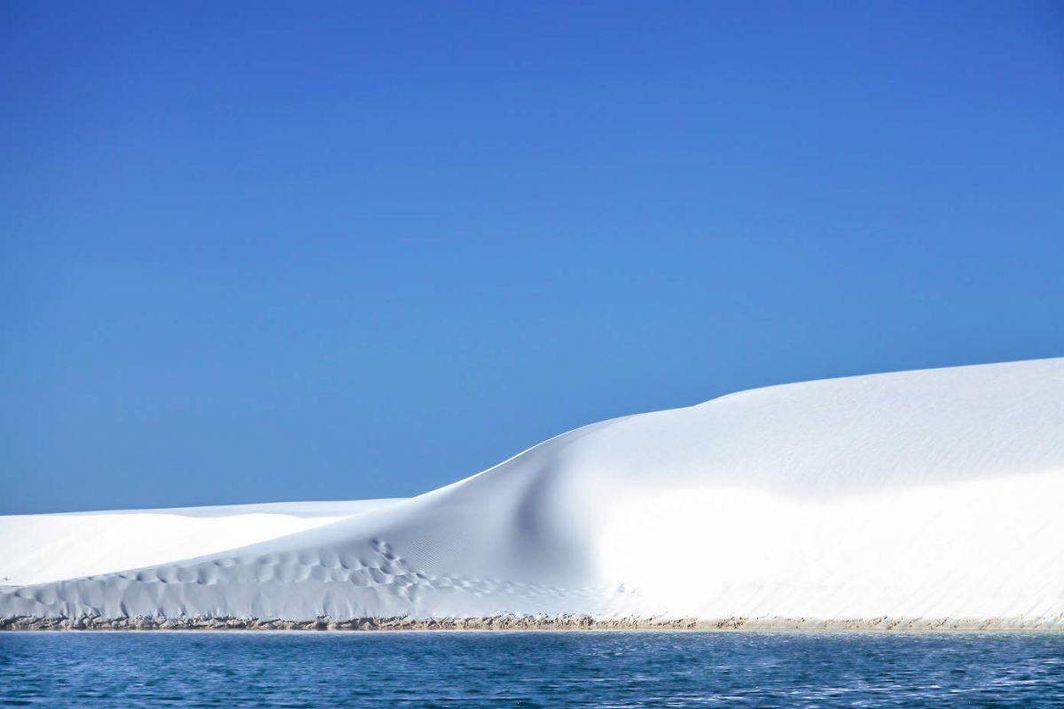 Бразилия,вода в белой пустыне