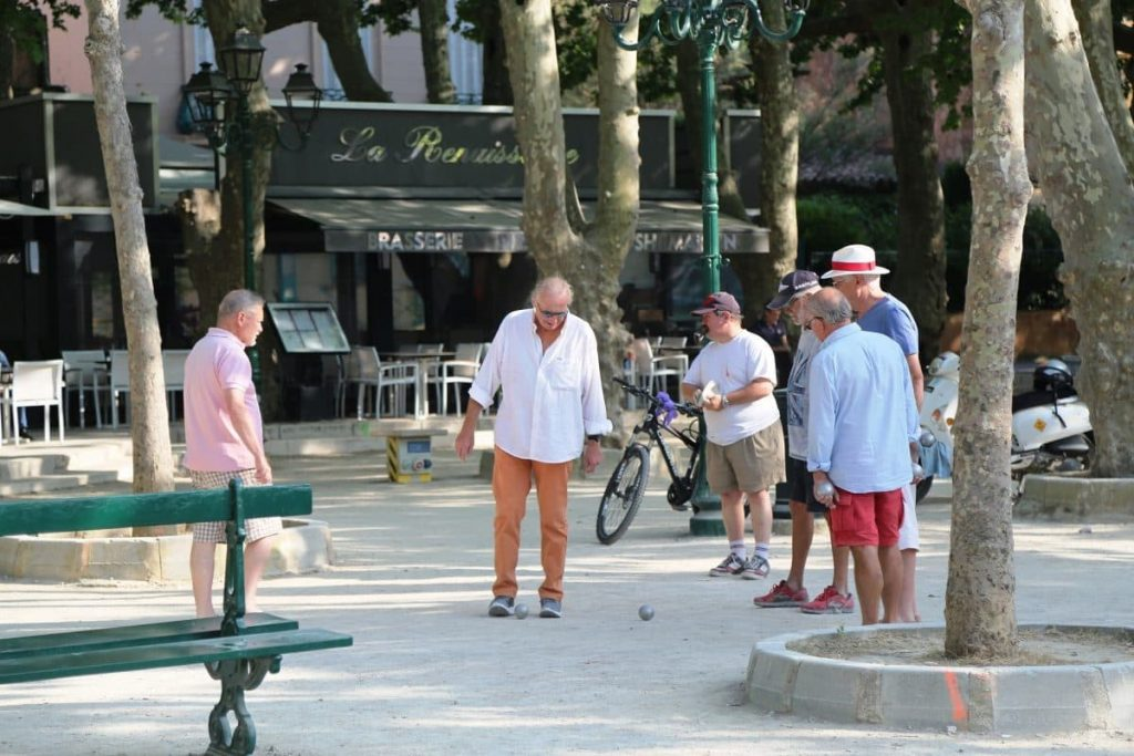 игра стариков во Франции