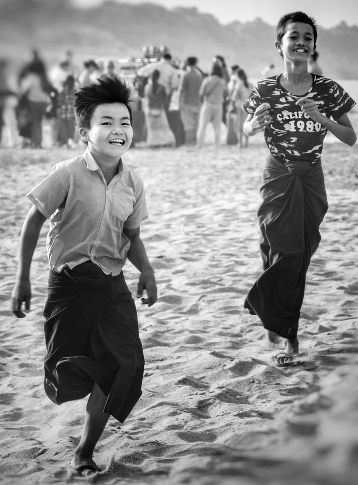 Мальчики в Бирме