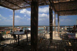 Ливан, кафе рядом с маяом в городе Сайда
