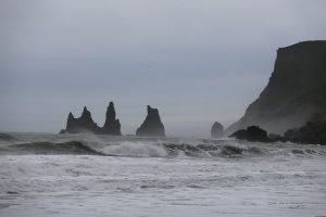 Исландия, скалы Пальцы тролля в городе Вик