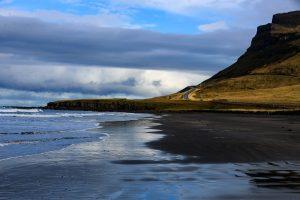 Исландия, дорога вдоль моря