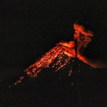 извержение вулкана, гватемала